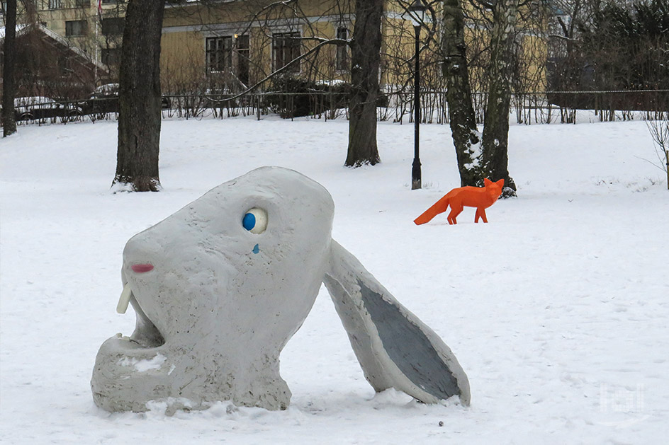 "Die Skulptur ""rabbit in trouble"" im Princess Ingrid Alexandra's Sculpture Park"